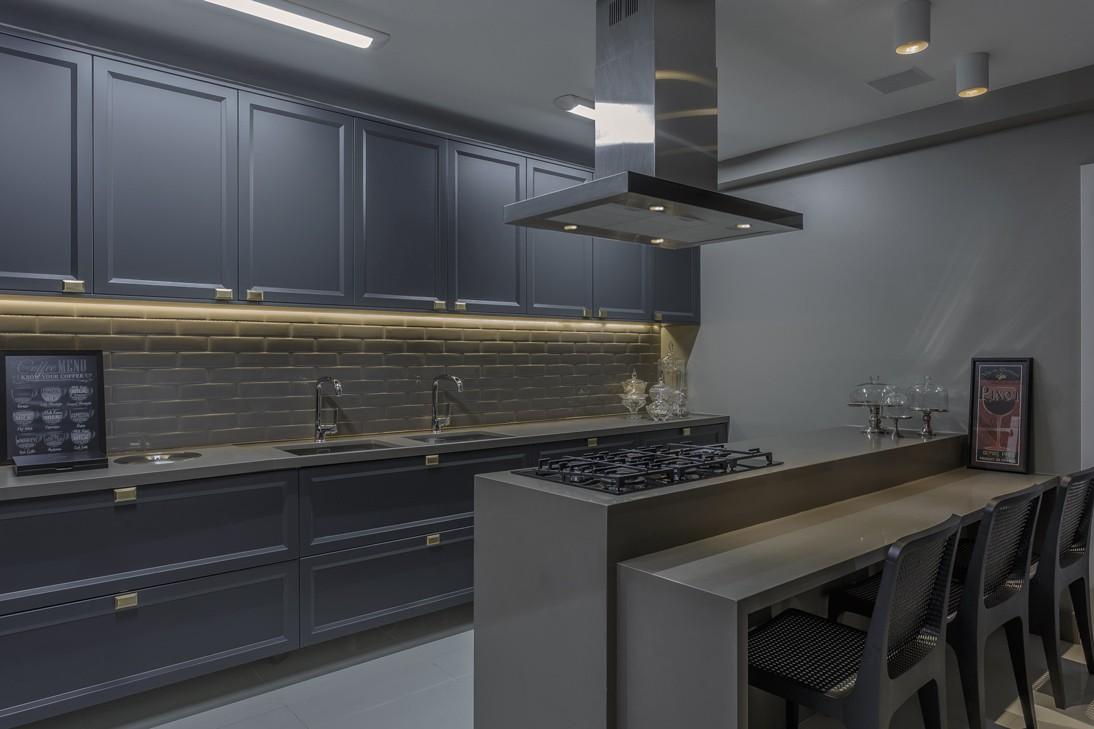 Cozinha cinza com arm rio cl ssico super tend ncia for Armarios elegantes