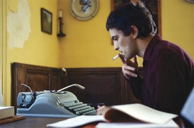 jean patrick manchette au travail machine à écrire