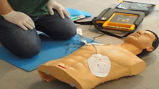 Εκπαίδευση εθελοντών πολιτών Δήμου Πύδνας Κολινδρού από το ΕΚΑΒ. Ν Πιερίας για την χρήση απινιδωτή εξωτερικού χώρου.