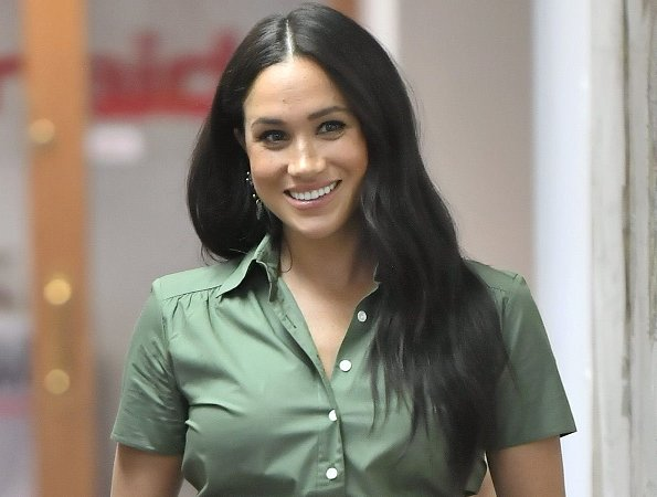 Meghan Markle wore a new cotton shirtdress by Room 502, and Pichulik Labyrinth earrings, and Manolo Blahnik pumps