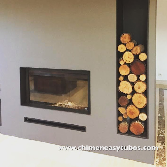 diseño en instalación chimenea de leña con leñera lateral