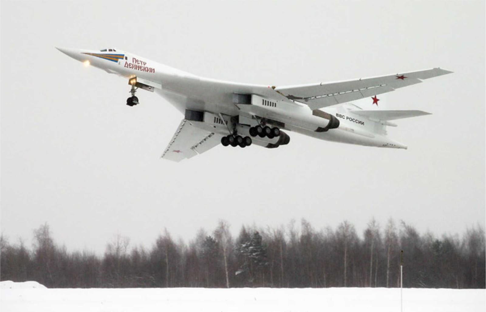 Pesawat bomber Tu-160 Rusia dikawal oleh pesawat tempur F-16 Norwegia