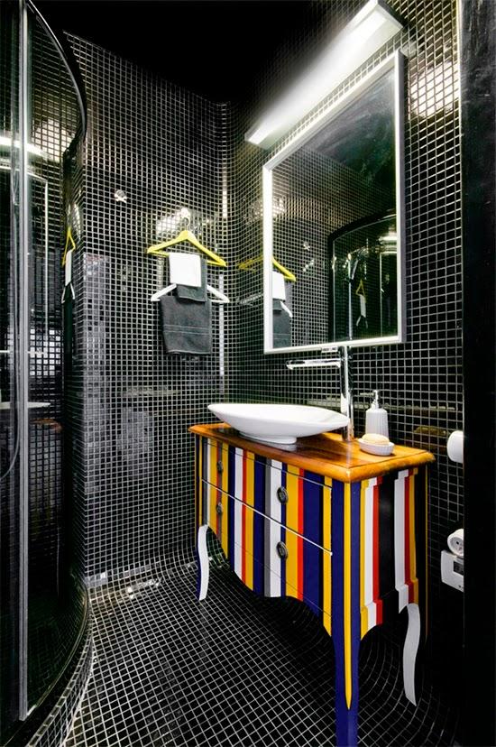 banheiro com azulejo preto