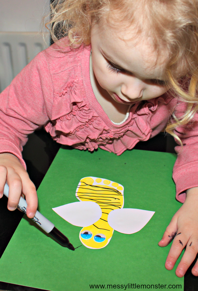 A bumble bee footprint craft for preschoolers and toddlers. This easy bug art activity is great for Spring, bug and minibeast themed kids projects.