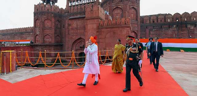 Narendra Modi greets the people as he proceeds towards the dais to address the nation from the ramparts of Red Fort during the 72nd Independence Day function in New Delhi on August 15, 2018. Photo Credit: PTI