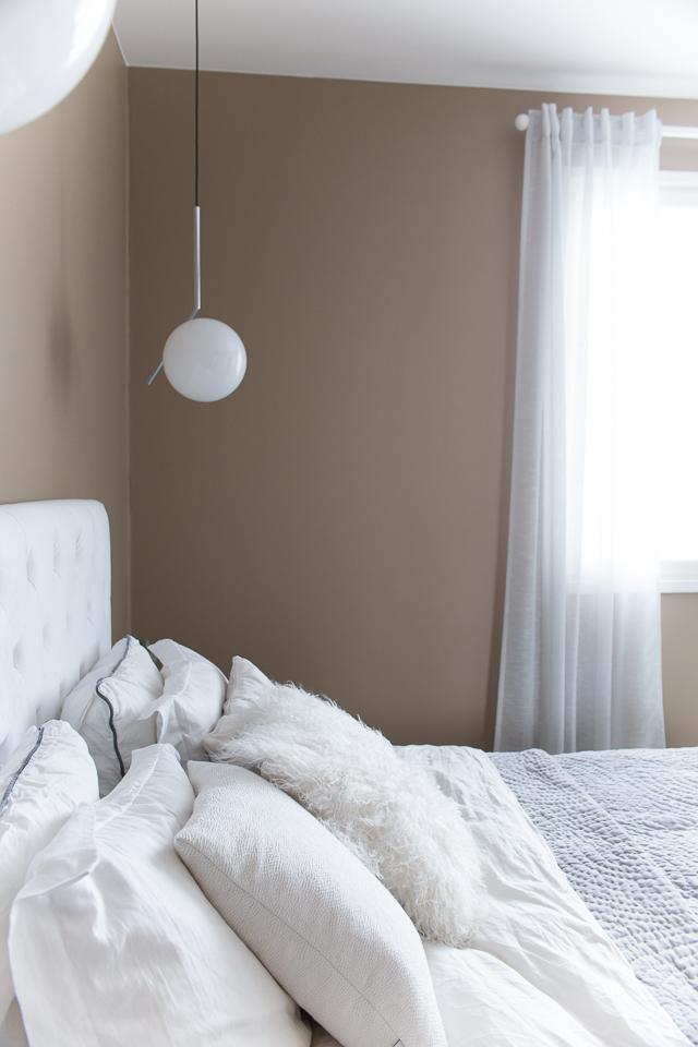 Villa H, sisustus, koti, makuuhuoneen sisustus, sängynpääty, classic bedroom