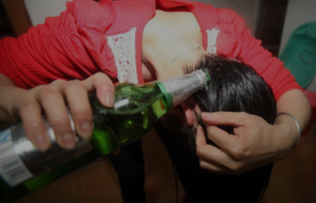 Gadis Ini Mencuci Rambutnya Dengan Bir, Hasilnya Sungguh Mengejutkan!
