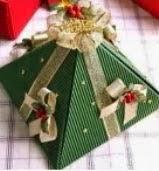 http://manualidadesparaninos.biz/cajitas-para-envolver-regalos/