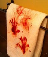 decoracion de baño para halloween con sangre