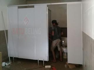 Aplikasi 8 Unit Toilet Cubicle di Auto 2000 Pasuruan