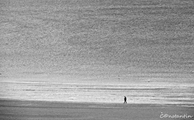 c - Omul si marea (de remarcat spatiu negativ ce sugereazã aici ... singurãtatea) - blog Foto-Ideea
