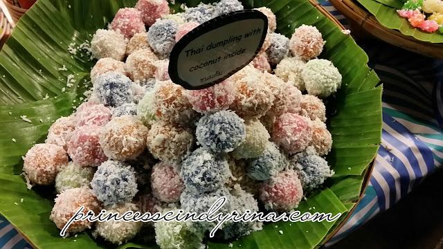 Thai dumpling with coconut filling
