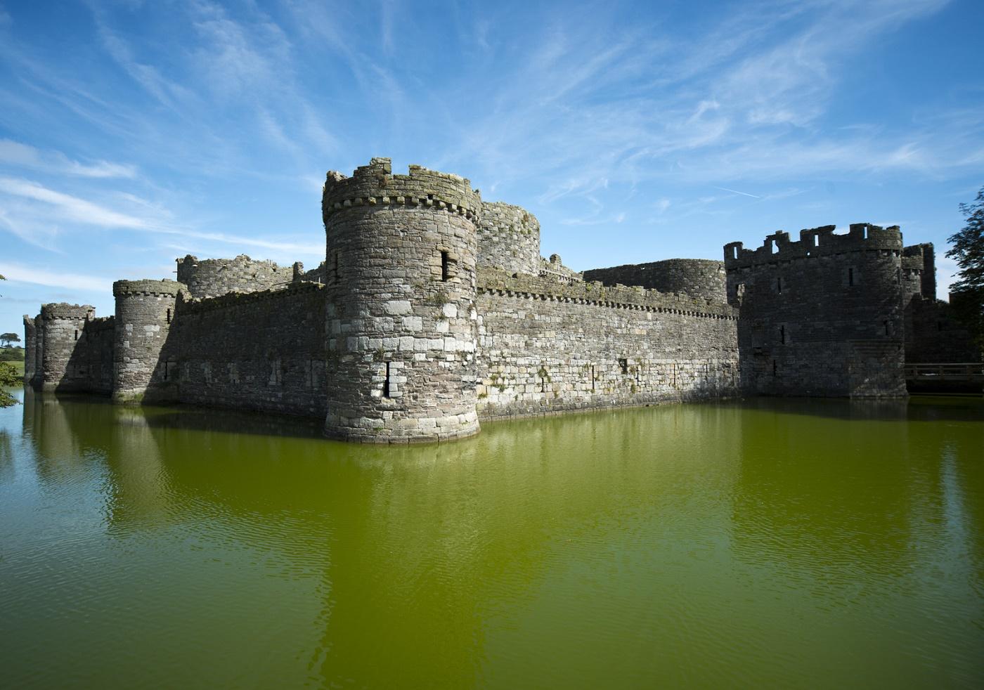 средневековые замки имена и фото множество семейных