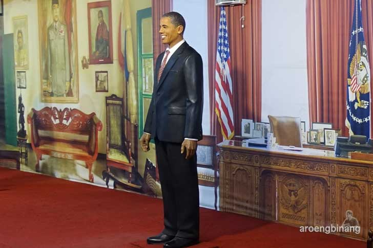 Barrack Obama de arca statue art museum yogyakarta