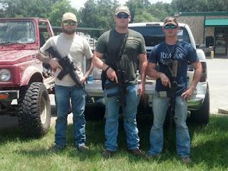 Após ataques em Dallas, cidadãos protegem Delegacias de Polícia no Texas