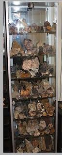 Vitrine mit Minerale aus Thüringen