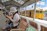 岡山、倉敷駅など駅ホームに優先座席設置