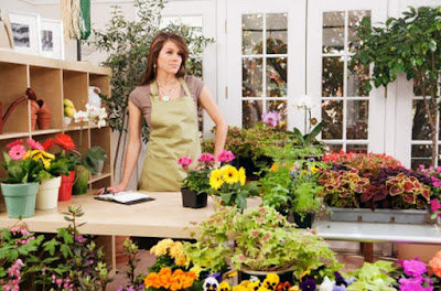 Usaha sampingan wanita toko bunga image
