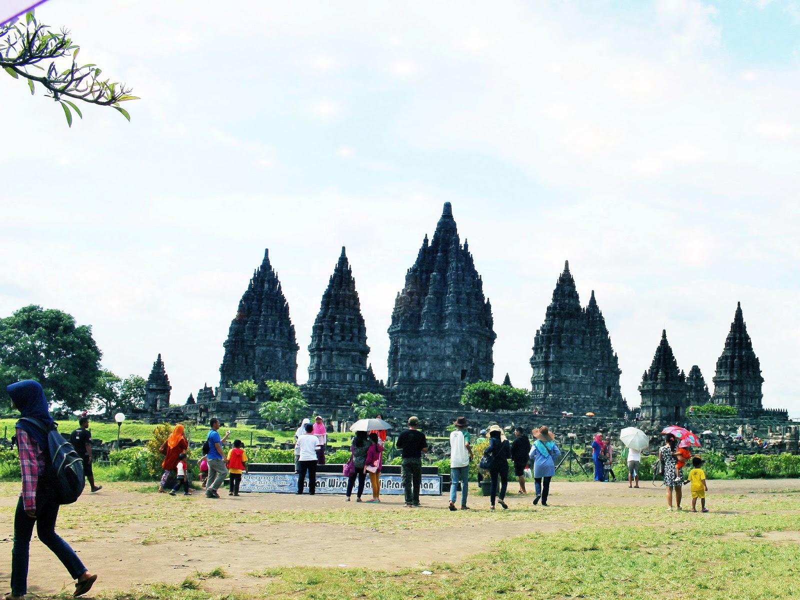 foto candi prambanan tempat wisata terindah di dunia