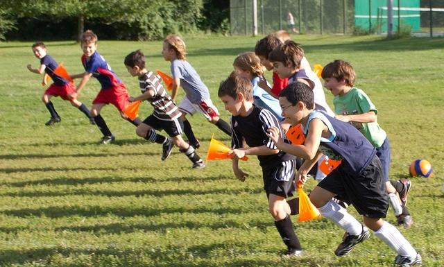 Considera fomentar el trabajo en equipo en los niños