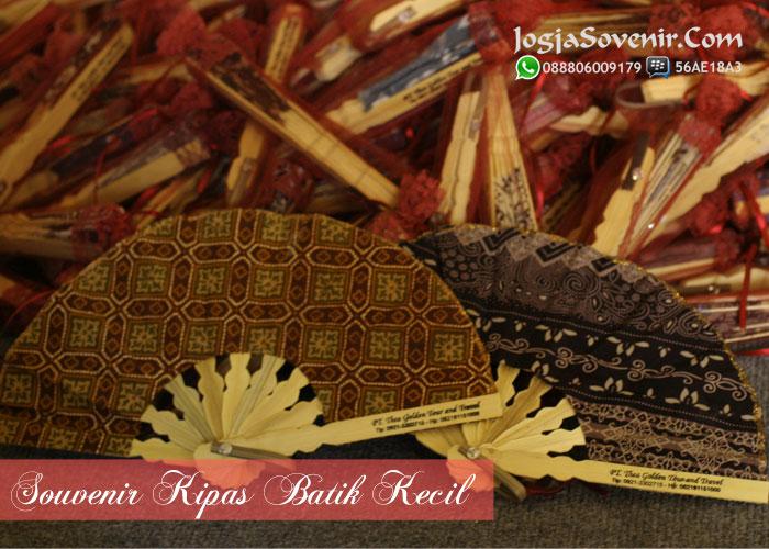 souvenir pernikahan 2000 an kipas batik