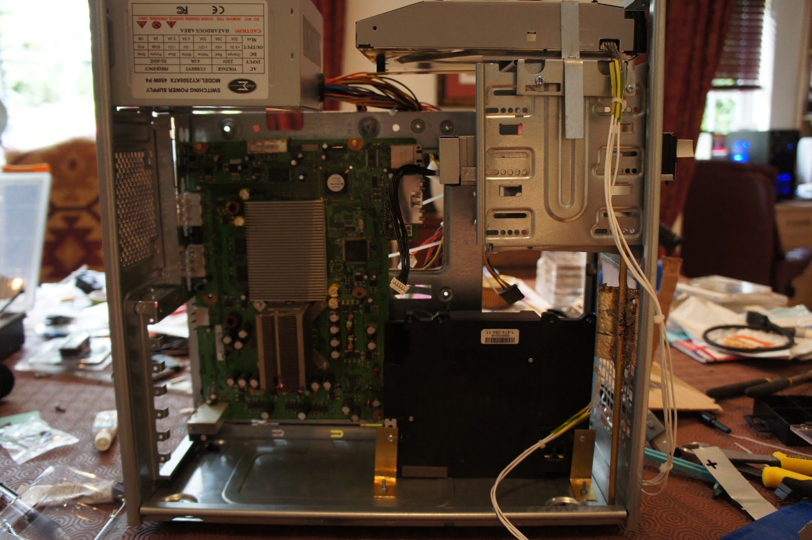 Creation of the Xbox 360 and PS3 in a PC case mod