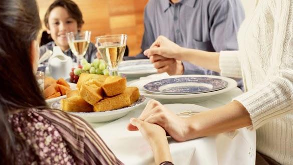 DOA Makan Kristen Singkat Menggunakan Bahasa Yang Baik dan Benar