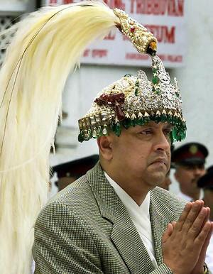 nepal ex king gyanendra suffers heart attack