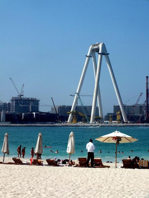 paseo por la playa en Dubai