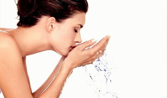 Tips Cara Mengatasi Minyak Berlebih pada Wajah Tips Cara Mengatasi Minyak Berlebih pada Wajah