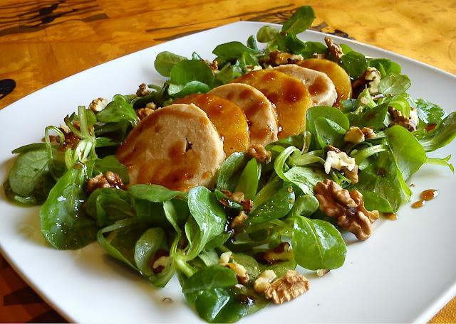 Ensalada de canónigos, manzana caramelizada, NO foie y nueces