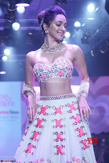 Kiara Advani walks the ramp showcasing the collection of label Papa Dont Preach by designer Shubhika during the Bombay Times Fashion Week 2018 ~ Exclusive 007