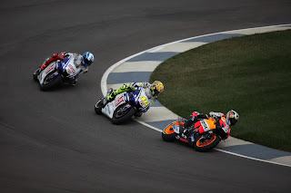 Rossi (centre) in action on his way to winning the 2009 MotoGP world title