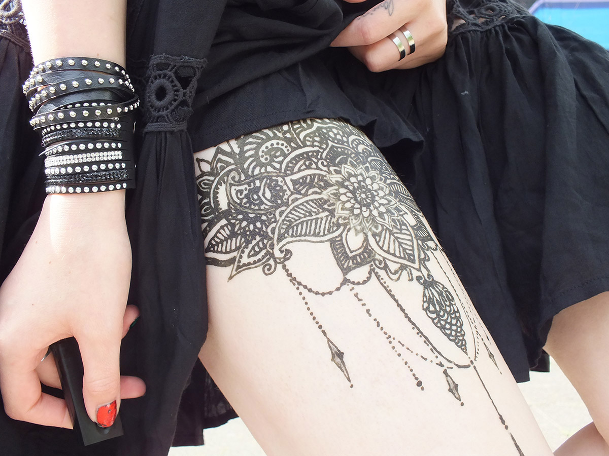 fashion love black summer dress floppy hat henna tattoo. Black Bedroom Furniture Sets. Home Design Ideas