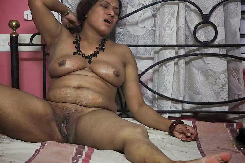 naked pregant indian woman
