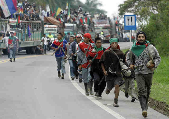 Llegan los refuerzos. Guardias indígenas del Cauca se suman al #ParoNacional y llegan a Bogotá