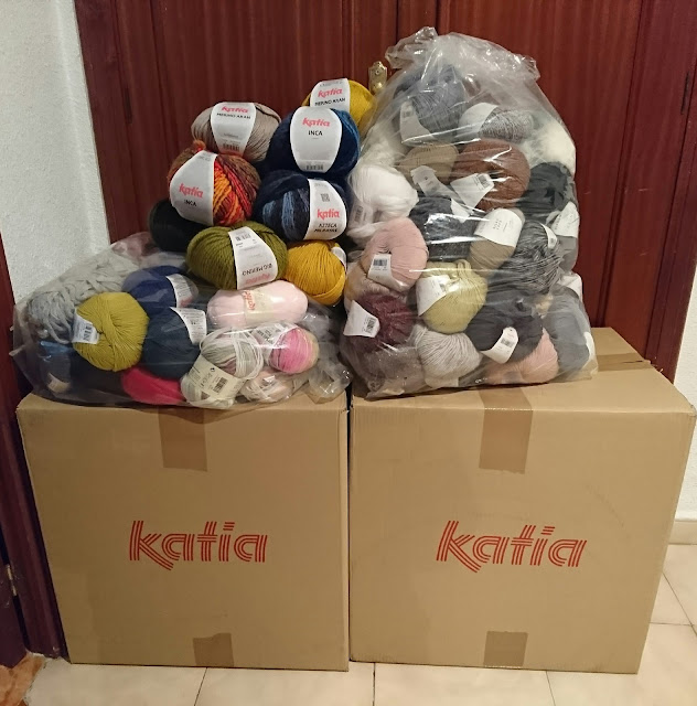 Bolsas de lanas donadas por Katia