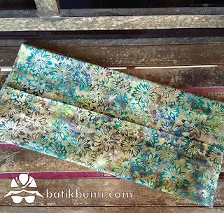 Kain batik motif kembang kertas