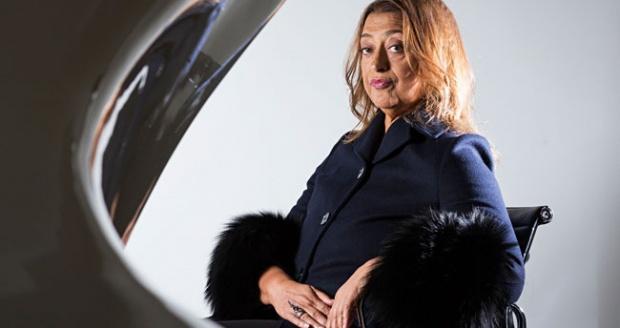 Zaha Hadid bersama maket The House Bar. (Theguardian.com)