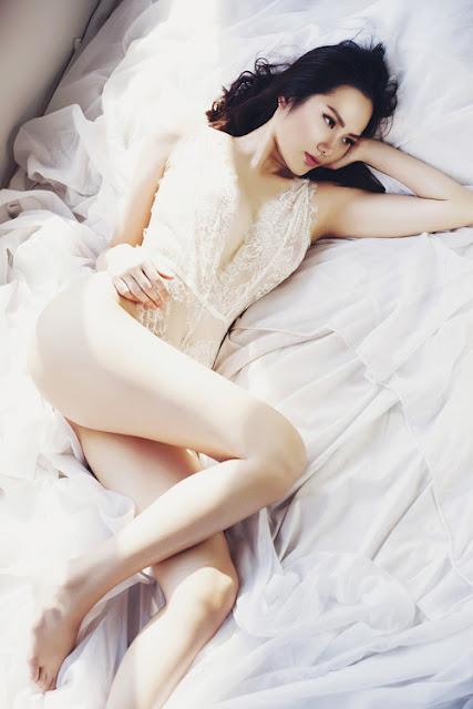 Diệu Linh diện bra-top khoe vẻ nóng bỏng