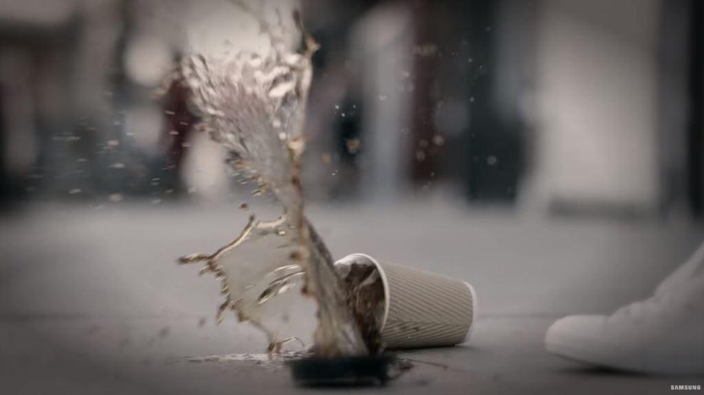 Pubblicità Samsung Gear IconX spot ''shopping'' chi è la ragazza attrice?