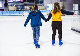 رؤية حلبة التزلج على الجليد في المنام , تفسير حلم التزحلق بالتفصيل