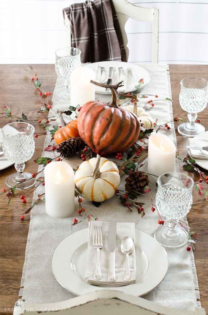 This simple and neutral fall tablescape is exactly how I want to decorate my Thanksgiving table this year.  |  www.andersonandgrant.com