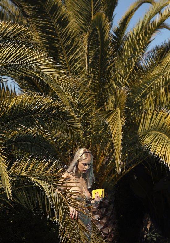 Modelo loira sensual romena Monica Wasp provocante fotografia Ana Dias Playboy peitos nudez