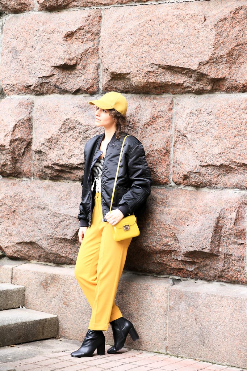 образ с желтым цветом