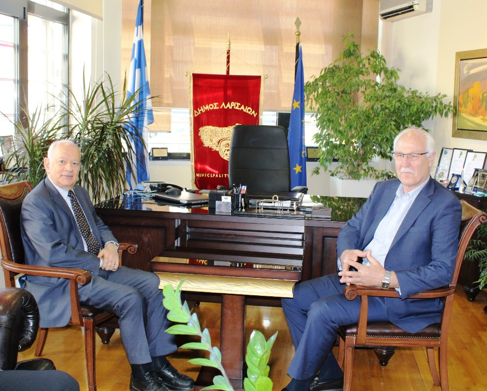 Στο Δημαρχείο της Λάρισας ο υπουργός Οικονομίας και Ανάπτυξης Δημ. Παπαδημητρίου (ΦΩΤΟ)