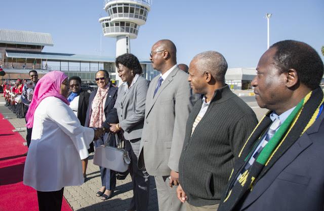 MAKAMU WA RAIS AONDOKA NAMIBIA KUREJEA TANZANIA