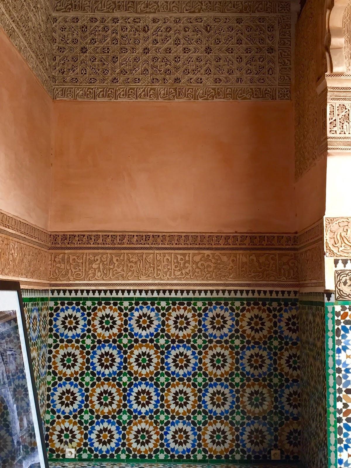 mosaiques et architecture à la medersa ben youssef à marrakech