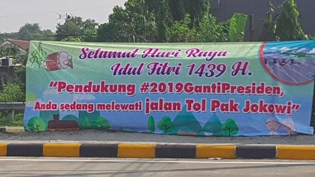 """Muncul Spanduk """"Jalan Tol Jokowi"""", Jokower: Spanduk Monumen Kebodohan"""