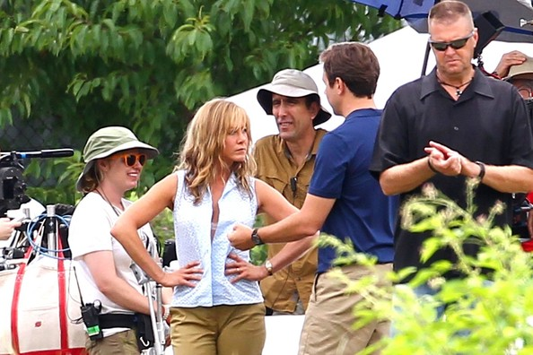 Gossip Withouttheguild Jennifer Aniston On The Set Of We Re The Millers 19 08